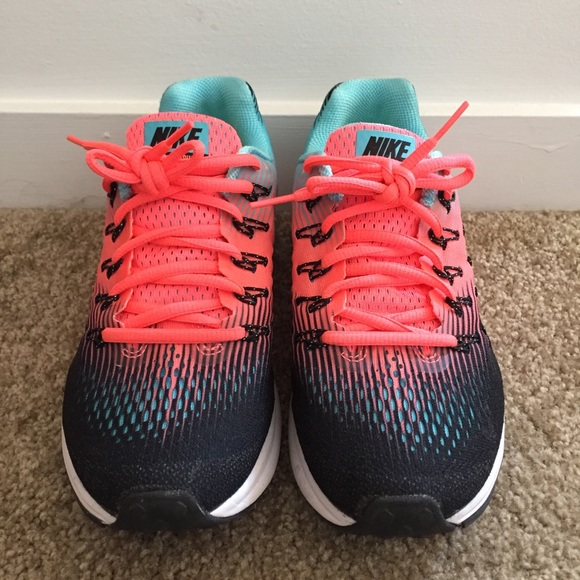 2ff117ce68ac Nike Women s Air Zoom Pegasus 32. M 5b68602ffb3803ee7cce8ec0